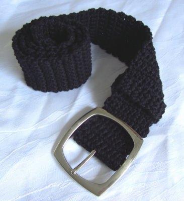Handgehäkelter Gürtel Damen 6 x 95 cm gehäkelt aus Baumwolle in schwarz mit silberfarbiger Gürtelschließe kaufen - Handarbeit kaufen