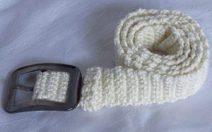 Gürtel 4 x 105 cm handgehäkelt aus Baumwolle in creme mit einer bronzefarbenen Gürtelschließe kaufen
