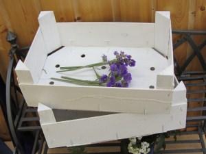 Holzkisten im Zweierset handgefärbt als Regal oder Tablett im Landhausstil rustikal im Shabbylook bestellen
