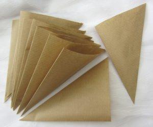 Tüten ✄ Spitztüten handgefertigt aus Packpapier zum Bestempeln oder Beschriften bestellen