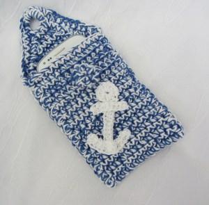 Schutzhülle für Smartphone im maritimen Stil handgehäkelt aus Baumwolle kaufen