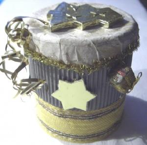 Handgefertigte Geschenkbox Rund gefertigt aus verschiedenen Materialien für ein kleines Geschenk und zur Dekoration kaufen  - Handarbeit kaufen