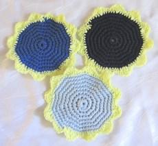 Untersetzer handgehäkelt aus Baumwolle in Blautönen auch als Deckchen verwendbar kaufen
