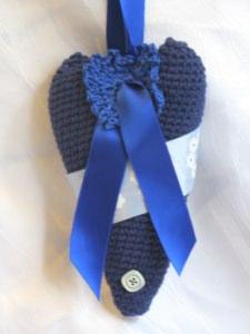 Herz ♥ handgefertigt aus Baumwolle in Blautönen und liebevoll dekoriert zum Verschenken oder Aufhängen kaufen