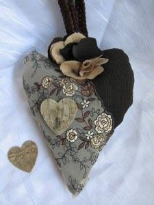 Herz ♥ handgefertigt aus verschiedenen Materialien in Brauntönen zum Verschenken oder zum Aufhängen kaufen