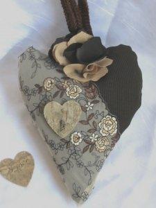 Herz ♥ handgefertigt aus verschiedenen Materialien in Brauntönen kaufen