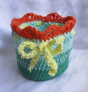 Eierkörbchen Eierwärmer handgehäkelt aus Baumwolle in Grüntönen Gelb und Orange kaufen