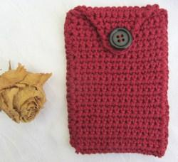Schutzhülle für Smartphone handgehäkelt aus Baumwolle in der Farbe Rot kaufen
