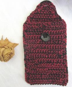 Schutzhülle für Smartphone handgehäkelt aus Baumwolle in rot schwarz kaufen