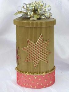 Geschenkschachtel ★ im weihnachtlichen Design handgefertigt aus Wellpappe und anderen Materialien kaufen