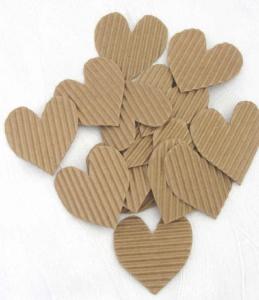 Herzen handgeschnitten aus Wellpappe in Natur zum Gestalten von Karten und Geschenken oder als Streudekoration bestellen
