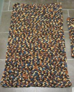 Teppich ☀ und WC-Vorleger handgehäkelt aus dicker Wolle in Bunt kaufen