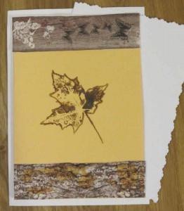 Grußkarte Faltkarte mit einem Herbstmotiv Herbstblatt handgemalt und gestaltet auf Tonzeichenpapier kaufen