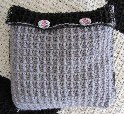 Kissenbezug handgehäkelt aus Polyacryl in Grau und Schwarz im Landhausstil kaufen