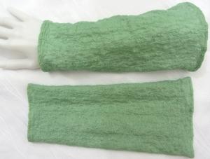 Handgefertigte Armstulpen ♥ zugeschnitten und genäht aus leichtem mintgrünem Stoff mit einem schönen Strukturmuster kaufen  - Handarbeit kaufen
