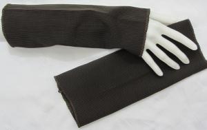 Handgefertigte Armstulpen ♥ zugeschnitten und genäht aus elastischem Stoff in Dunkelbraun mit Nadelstreifen kaufen - Handarbeit kaufen