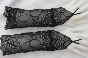 Handgefertigte Armstulpen ♥ zugeschnitten und genäht aus edler transparenter und elastischer Spitze mit Fingerschlaufen in Schwarz Grau mit schönem Muster für festliche Anlässe kau - Handarbeit kaufen