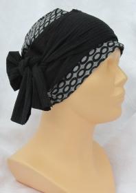 Handgefertigte Mütze Chemomütze Damen ✂ mit Stirnband genäht aus Baumwolljersey in grau mit schwarzen Kreisen - Handarbeit kaufen
