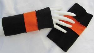 Stulpen Armstulpen Damen handgefertigt aus Fleecestoff in Schwarz und Orange kaufen