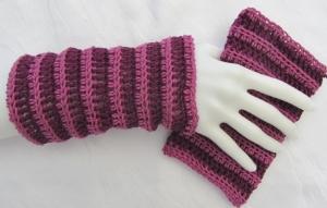Handgehäkelte zweifarbige Armstulpen aus Baumwolle in voluminösem Muster kaufen - Handarbeit kaufen
