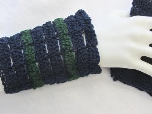 Handgehäkelte Armstulpen aus Baumwolle und Wolle in Blau und Grün in extravagentem Muster kaufen - Handarbeit kaufen
