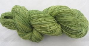 Handgefärbte Sockenwolle Grüne Wiese in Pastellgrün- und gelbtönen (4-fach) Nadelstärke 2 - 3 (Grundpreis 100 g/10,50 €)
