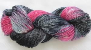 Handgefärbte Sockenwolle Endless Love in magischer Farbkombination (4-fach) Nadelstärke 2 - 3 (Grundpreis 100 g/11,00 €)