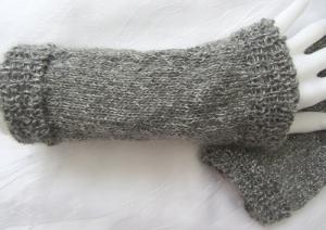 Handgestrickte Armstulpen Stulpen Damen gestrickt aus grau-silber-melierter Wolle kaufen