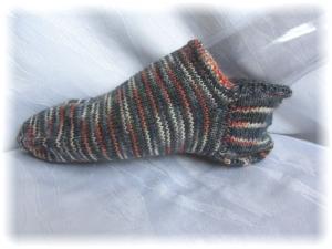 Handgestrickte kurze Socken Größe 40/41 ♡ aus handgefärbter Sockenwolle in blau grau rot und beigen Streifen kaufen - Handarbeit kaufen