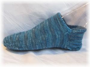 Handgestrickte kurze Socken Größe 37/38 ♡ aus handgefärbter Sockenwolle Blaue Südsee kaufen