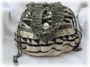 Beutel Shopper für den kleinen Einkauf handgehäkelt aus Baumwolle in Beige und Schwarz mit einem extravagantem Muster in runder Form kaufen - Handarbeit kaufen