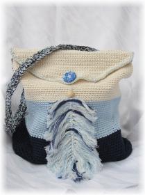 Wunderschöne Tasche mit Taschenbaumler handgehäkelt aus Baumwolle in Blautönen und Beige für den kleinen Einkauf oder als Handtasche kaufen - Handarbeit kaufen