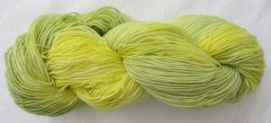 Handgefärbte Sockenwolle Gelbe Lilie in Zartgelb und -grün (4-fach) Nadelstärke 2 - 3 (Grundpreis 100 g/11,00 €) - Handarbeit kaufen