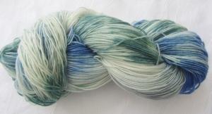 Handgefärbte Sockenwolle in Türkis und Blau (4-fach) Nadelstärke 2 - 3 (Grundpreis 100 g/11,00 €)