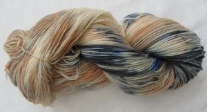 Handgefärbte Sockenwolle in Blautönen und Orangetönen (4-fach) Nadelstärke 2 - 3 (Grundpreis 100 g/11,00 €)