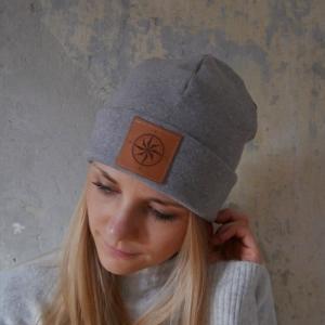 Hipster Beanie HELLO mit XL Label Mütze grau melange und andere Farben von zimtblüte