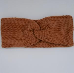 Stirnband mit Twist Modell CARO DOUBLE Wolle von zimtblüte  handgestrickt  in karamell  - Handarbeit kaufen