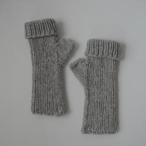 UMSCHLAGSTULPEN mit Kaschmir handgestrickt  von zimtblüte grau und schwarz - Handarbeit kaufen