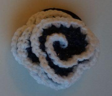 ♡ 2 Stück Haargummi  Rose in der Variante dunkel grau/weiß glitzer ♡ amigoll9 ♡ Handarbeit ♡ - Handarbeit kaufen