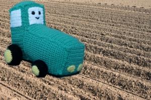 Amigurumi Häkelanleitung für den wuseligen Traktor Terry - Handarbeit kaufen