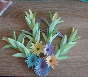 Wanddeko aus Papier ♡ Bastelarbeiten ♡amigoll9 ♡ Handarbeit ♡ Rahmen ♡ Blumen ♡ - Handarbeit kaufen