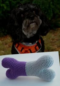 Hundespielzeug Knochen ♡ 100% Baumwolle ♡ lila/grau mit Quietscher ♡ amigoll9 ♡ Handmade - Handarbeit kaufen