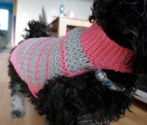 Hundemantel rosa/grau gehäkelt Halsumfang 30-35cm Gesamtlänge 39cm Handarbeit - Handarbeit kaufen