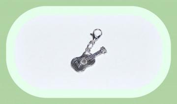Charm Gitarre, Anhänger Musikinstrument