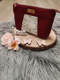 Kosmetiktasche/Kulturbeutel/kleine Tasche aus einem bordeauxrotem Stoff, dieses kann mit einem Reißverschluss verschlossen werden.  - Handarbeit kaufen