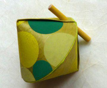 Schmuck-/Geschenkschächtelchen grüne Punkte