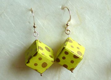 Ohrhänger Origami Würfel neongrün mit gold getigert