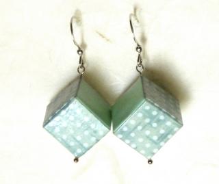 Ohrhänger Origami Würfel zartgrün gepunktet