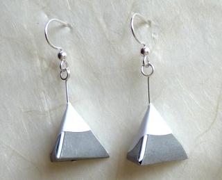 OhrhängerOrigami Pyramide weiß grau