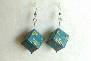 Ohrhänger Origami Würfel taubenblau-gold